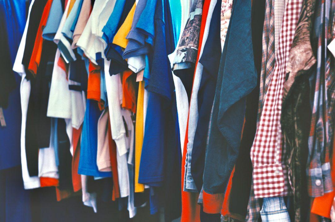 Je donne mes vêtements à une association