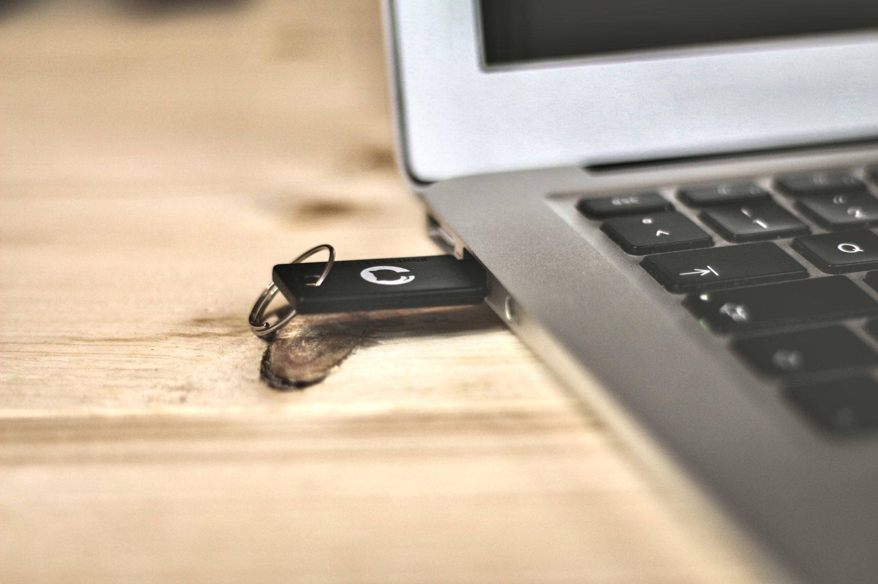 J'utilise une clé USB pour échanger mes fichiers