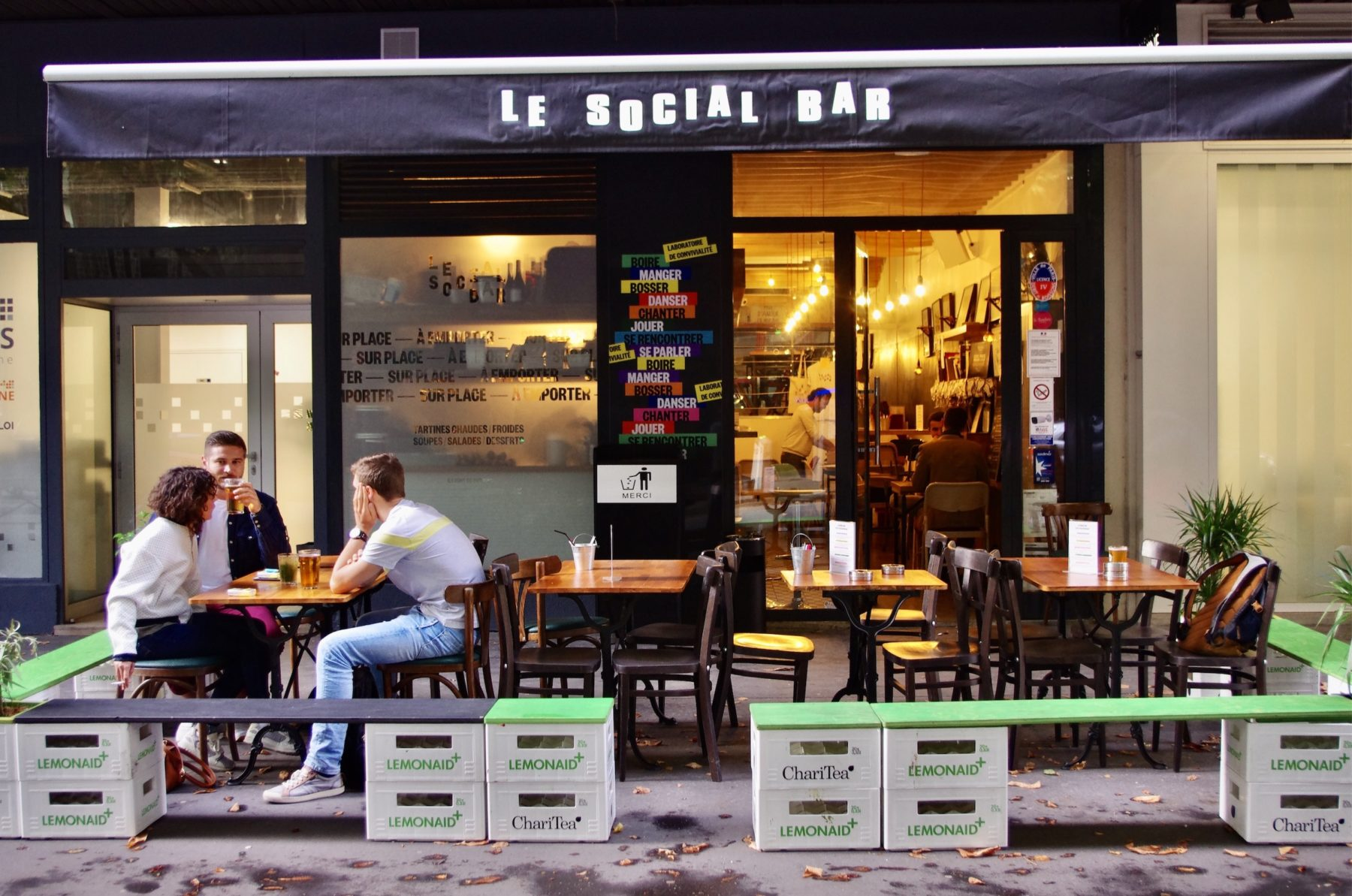 Je vais rencontrer des inconnus au Social Bar