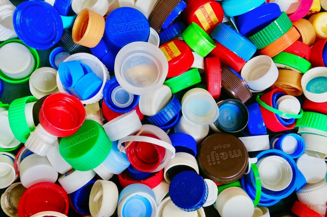 Je recycle mes bouchons en plastique