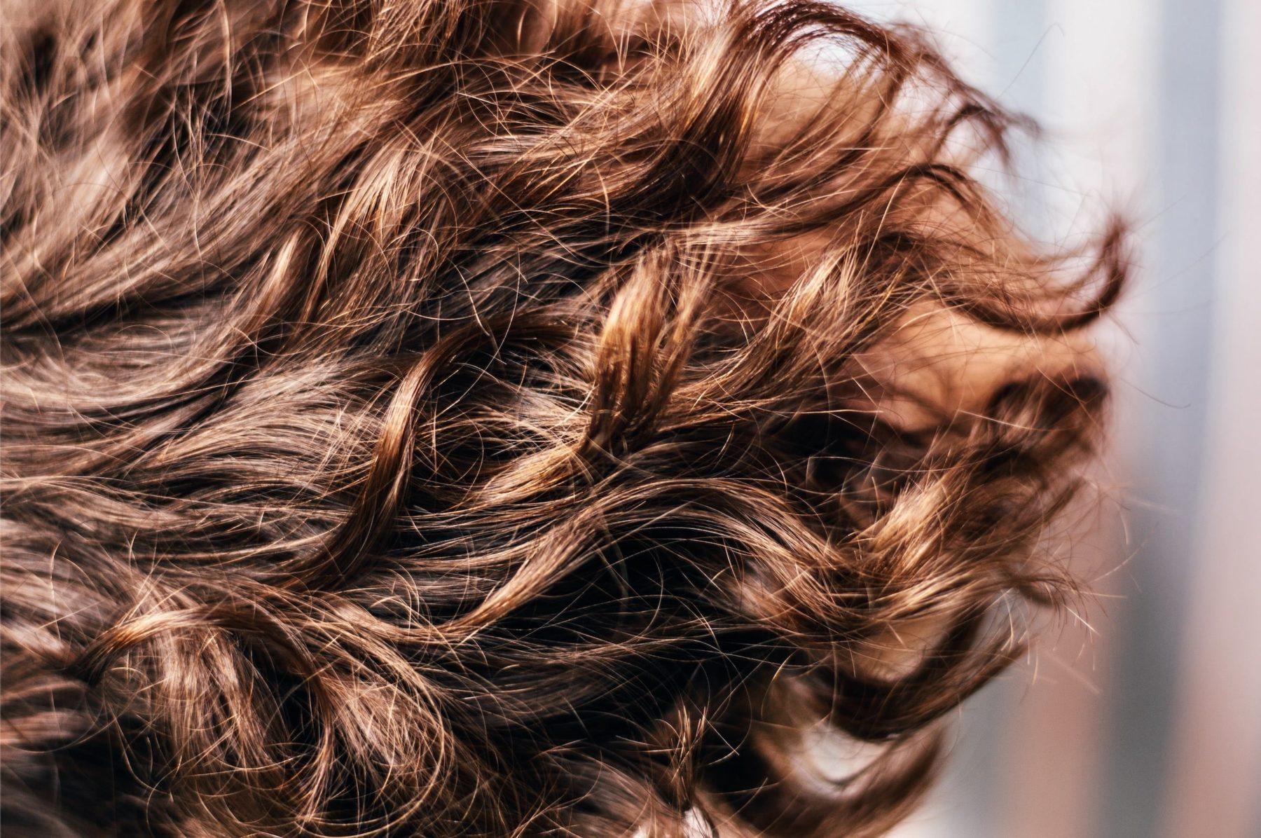 Je donne mes cheveux à une association